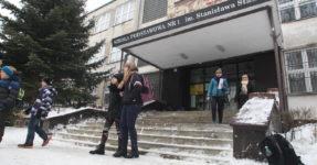 Protest ws. przeniesienia szkoły